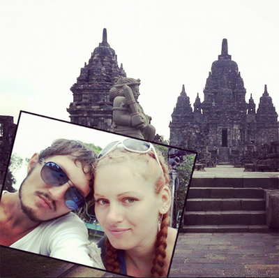 Couple in love travels and takes selfie pictures
