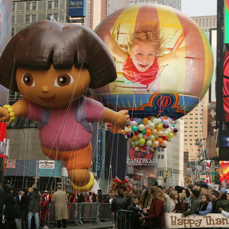 Become a star of Thanksgiving Day parade with this face photo montage