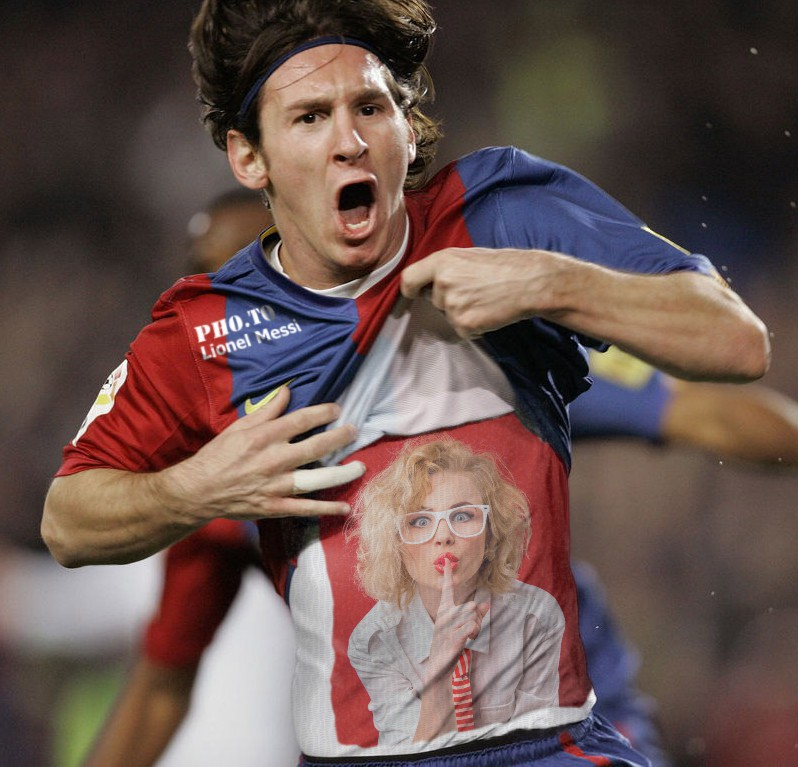 This funny effect places your photo on Lionel Messi's T-shirt