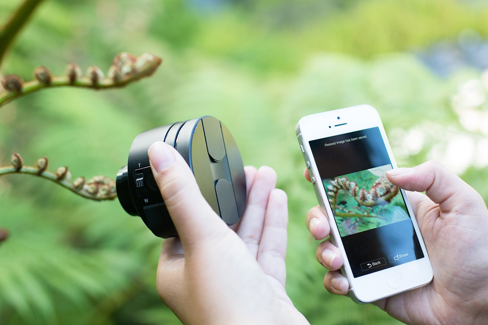A detachable lense QX100 for mobile phones from Sony