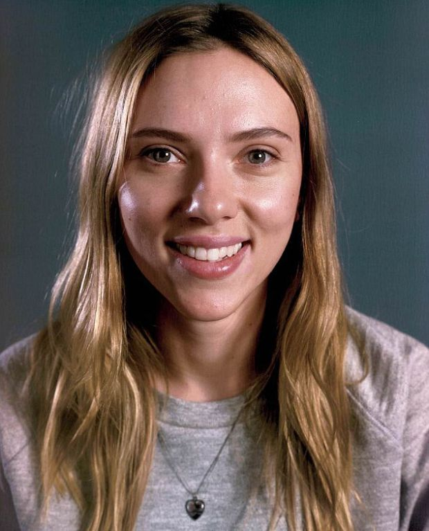 A photo of Scarlett Johansson with no make up