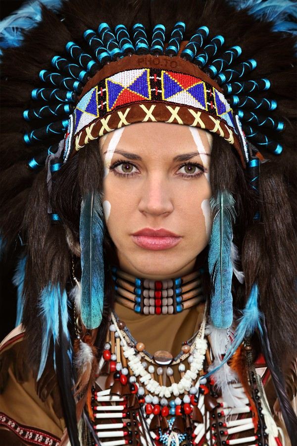 Become an Native American princess with this Indian face in hole template