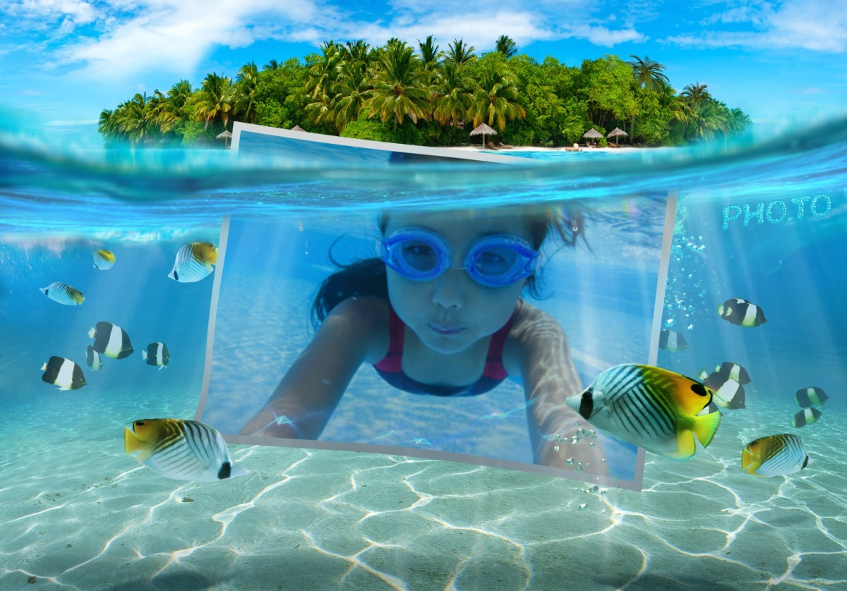 This beach photo frame places a photo underwater