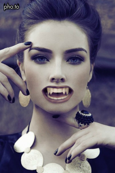 Vampire Teeth Photo Effect