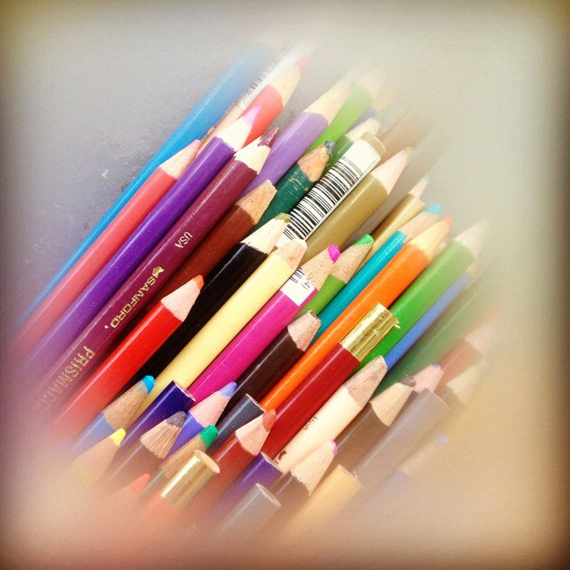 Photo of color pencils with a hard white vignette applied