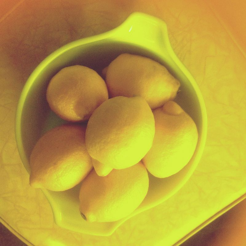 Photo of lemons taken with a Jelly lens Antique to make the shot yellow