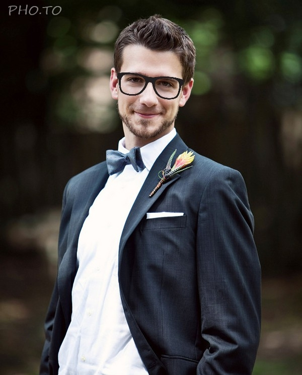 Hipster glasses for a groom.