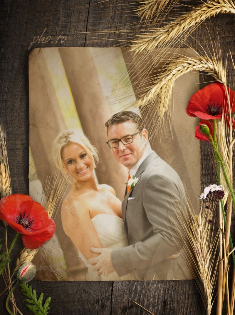 Easily make a rustic-style wedding photography with this poppies frame.