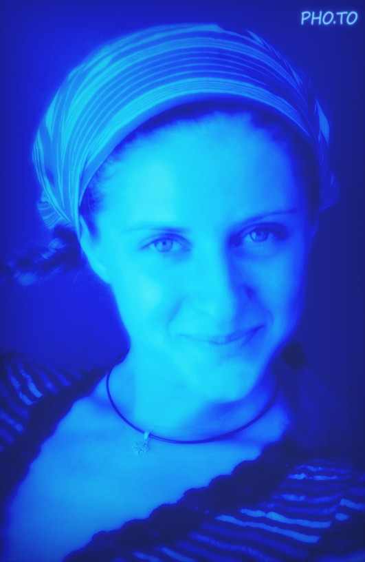 A mysterious blue glow lighting effect for digital photos